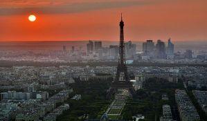 Muke Parižana sa stanovima za iznajmljivanje turistima