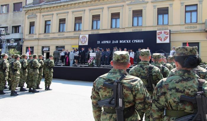 FOTO, VIDEO: Vojska defileom u centru Novog Sada obeležila svoj dan
