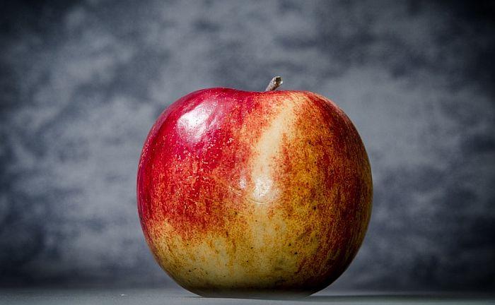 Sačuvala jabuku koju je dobila u avionu i kažnjena sa 500 dolara
