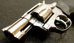 Pištolj s mecima u stanu Novosađanina