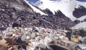Sa Mont Everesta uklonjene četiri tone đubreta