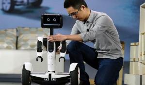 VIDEO: Robot - batler predstavljen na sajmu tehnologije u Las Vegasu