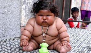 VIDEO: Osmomesečna beba ima 17 kilograma