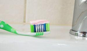 Previše paste čini zube žutim i oštećuje ih