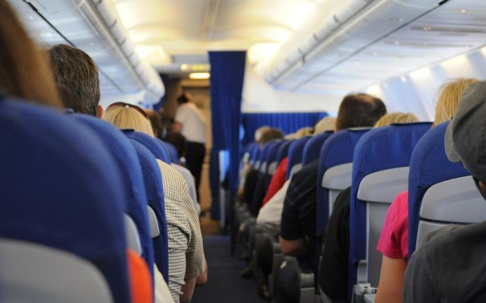 Iako su sigurnija, avio-kompanije nikad neće uvesti sedišta okrenuta unazad