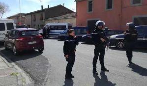 Preminuo policajac koji je zamenio mesto sa taocem