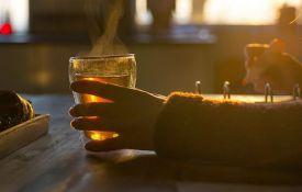 Ispijanje vrućeg čaja povećava rizik od raka jednjaka