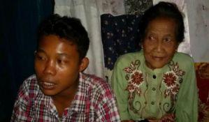 VIDEO: Tinejdžer protiv volje porodice oženio 71-ogodišnjakinju