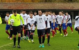 Igrači Kabela na teren izašli u majicama sa likom Ratka Mladića