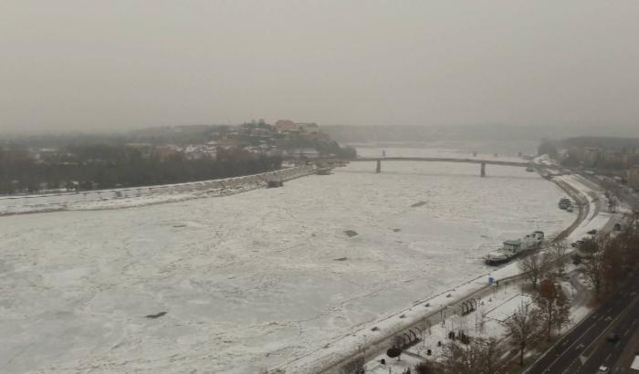 FOTO, VIDEO: Zaledio se Dunav kod Novog Sada