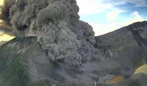 Upali u aktivni vulkan i preživeli