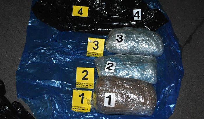 FOTO: Novosađani uhapšeni sa pet kilograma marihuane