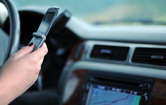 Mobilni telefon bitniji od bezbednosti tokom vožnje?