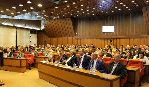FOTO, VIDEO: Opozicija protiv predloga da odbornik u Skupštini grada dobije Oktobarsku nagradu