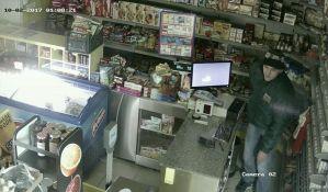 FOTO: Traži se zbog krađe iz prodavnice na Klisi