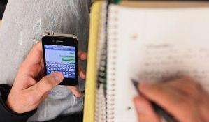 Mobilni telefon sastavni deo školskog pribora u školama po Srbiji