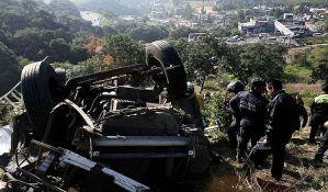 Autobus pao 90 metara u provaliju u Meksiku, najmanje 12 mrtvih