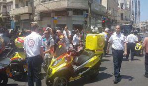 VIDEO: Automobil uleteo među pešake u Tel Avivu