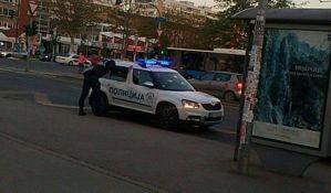 Ukrali lančić s vrata Novosađanke, pa pokušali da pobegnu taksijem