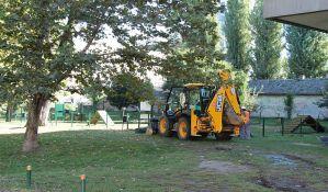 FOTO: Uređuje se Park prisajedinjenja između dva muzeja