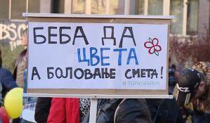 Trudnice i porodilje protestovale ispred Vlade Srbije