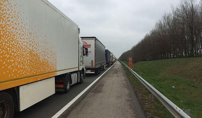 Kamiondžije u sredu na dva sata blokiraju granične prelaze