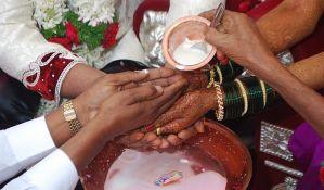VIDEO: Naoružana ljubavnica kidnapovala mladoženju sa svadbe