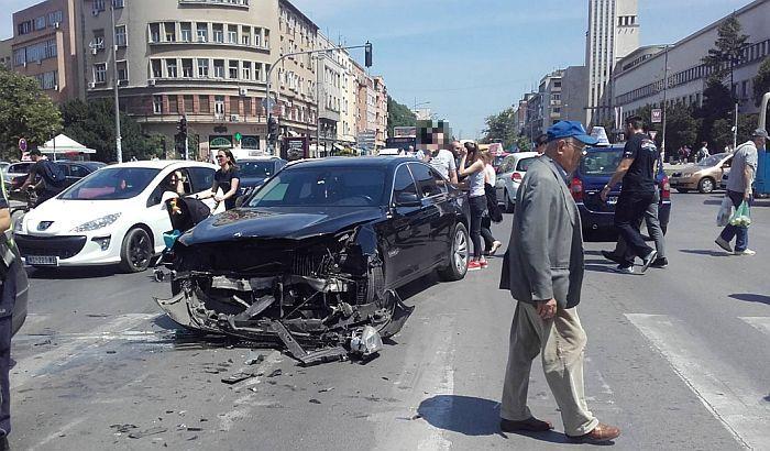 FOTO: Povređena maturantkinja u udesu, za volanom mladi