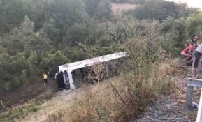 Autobus sleteo s puta u Makedoniji, jedna žena preminula, detetu amputirana ruka