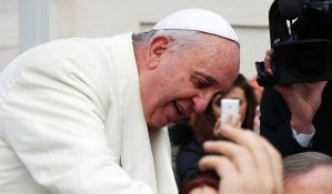 Papa pozvao na uvođenje privremenih viza za migrante