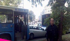 Lančani sudar dva autobusa GSP-a i automobila, dvoje povređeno