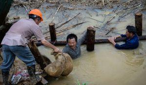 Kina: Raste broj žrtava, lokalni zvaničnici suspendovani zbog poplava