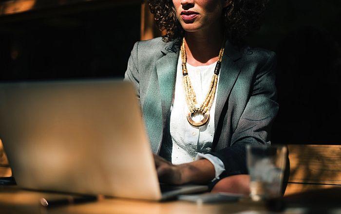 Novo istraživanje: Stajanje na poslu mnogo gore od sedenja