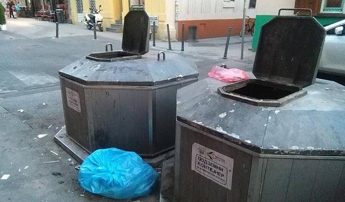 FOTO: Podzemni kontejneri nisu rešili problem odlaganja smeća u Novom Sadu
