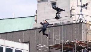 VIDEO: Tom Kruz povređen na snimanju filma, zamalo promašio zgradu