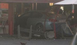 Automobil uleteo u restoran u Parizu, devojčica poginula