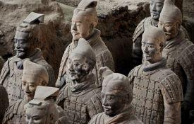 Ukrao prst sa statue ratnika od terakote