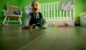 Deca brže prohodaju ako puze