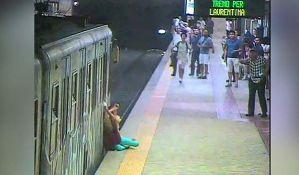 VIDEO: Metro vukao ženu od stanice do stanice