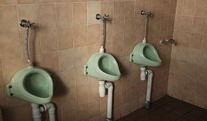 Nisu čitali uslove ugovora pa pristali da čiste toalete