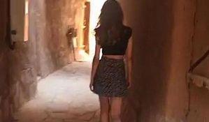 Oslobođena devojka koja je bila uhapšena zbog mini suknje