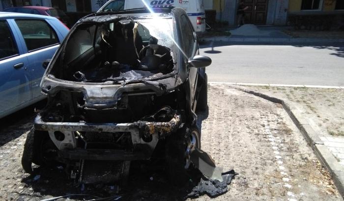FOTO: Zapaljen automobil bivšeg predsednika AKV Srđana Sikimića
