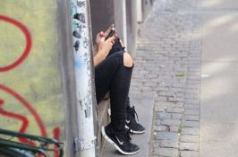 Tinejdžeri više veruju telefonu nego psihijatru