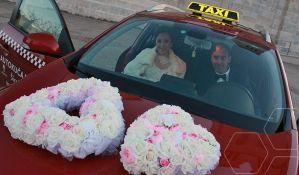 Mladenci na venčanje otišli taksijem