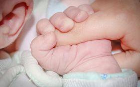 Japanac dobio starateljstvo nad 13-oro dece koje je rodilo devet surogat majki