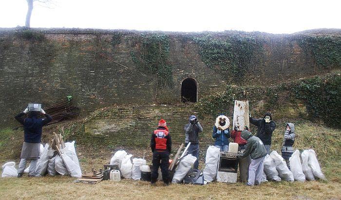 Novosađani iz barutnih magacina na Tvrđavi izneli još 1,3 tone smeća