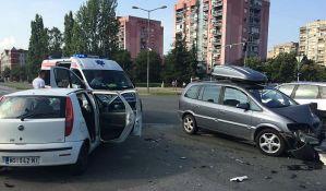 FOTO: Žestok sudar kod crkve na Naselju, jedan vozač povređen