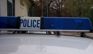 Tri devojke i mladić napali otpravnicu vozova u Petrovaradinu