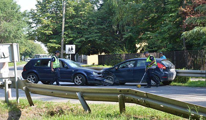 FOTO: Žena teže povređena u saobraćajci u Petrovaradinu