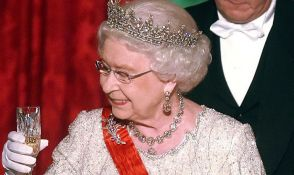 Kraljica Elizabeta je alkoholičarka prema kriterijumima britanskog zdravstva